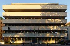 De Renzi e Calza Bini: facciata sul lungotecere della palazzina residenziale Furmanik - Roma