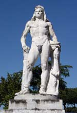 Stadio dei marmi: statua di Roma