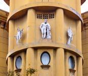 Gaetano Vinaccia Autoparco Trionfale - dettaglio statue